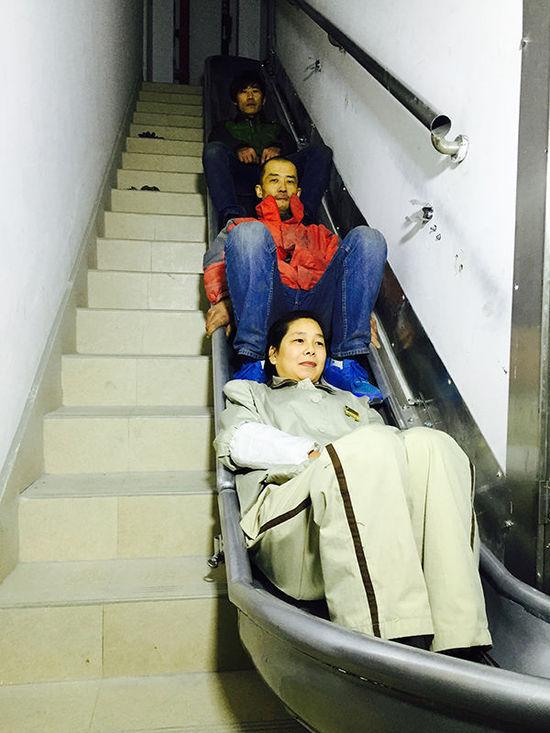 上海老人研发逃生神梯获国际专利 下26楼用90秒