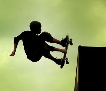 """科技助推产品日益创新,外国惊现""""滑翔""""在水上的滑板!"""