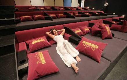 杭州电影院推床厅,设想未来会有多少自动化服务